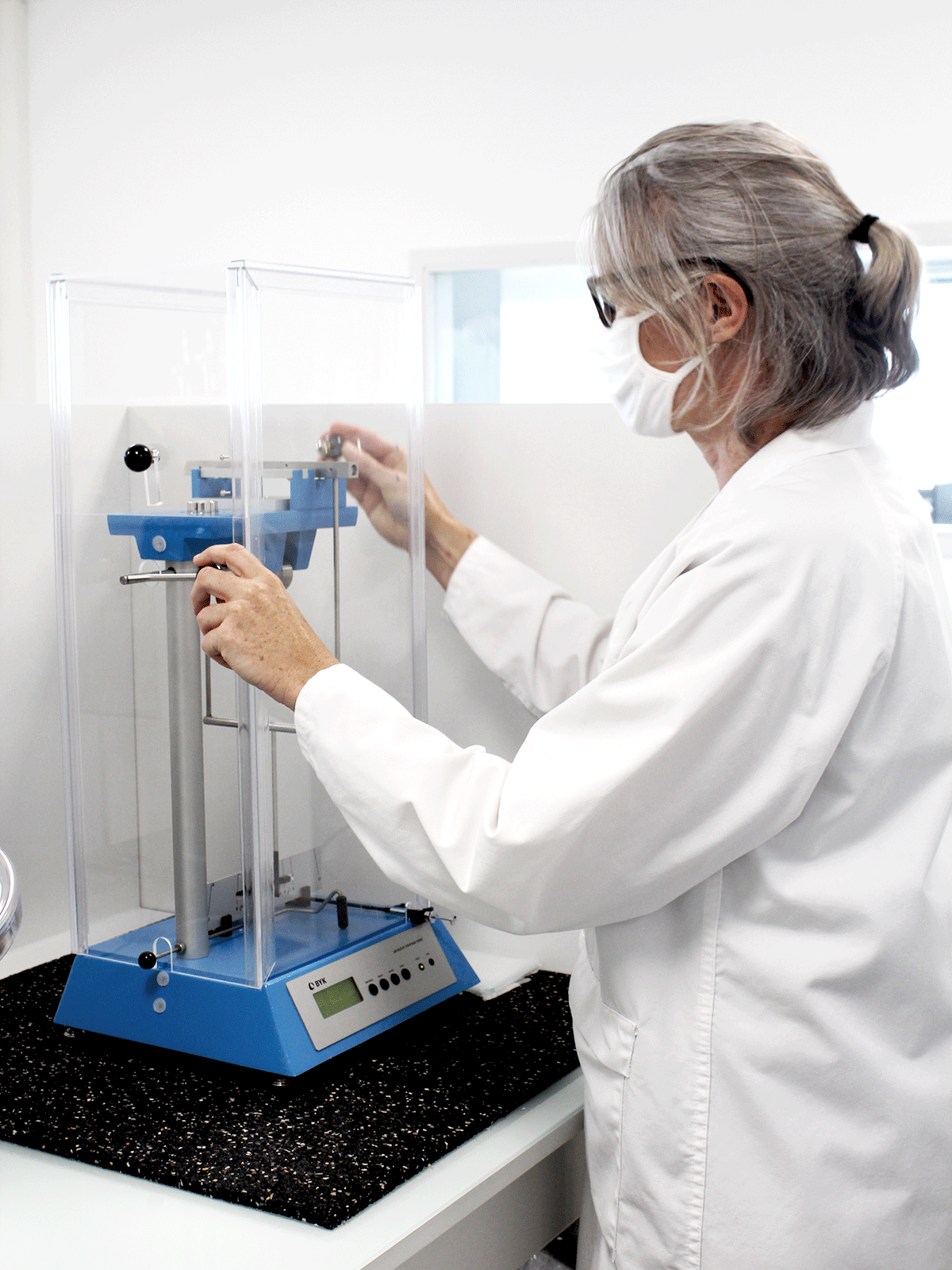 persoz analysis in lab